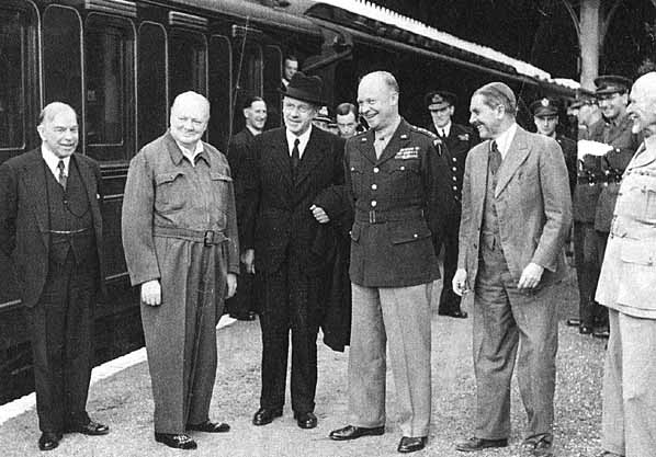 Churchill,_Eisenhower_and_Commonwealth_leaders,_1944