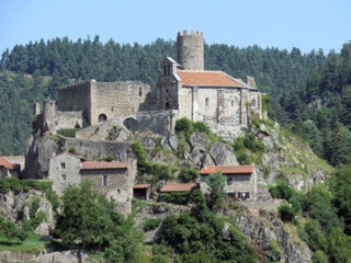 Saint-Andre?-de-Chalencon_-_ Château_de_Chalencon_-3