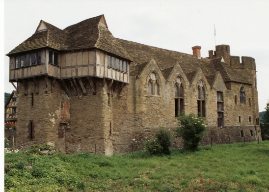 Stokesay_castle_-_geograph.org.uk_-_1758100